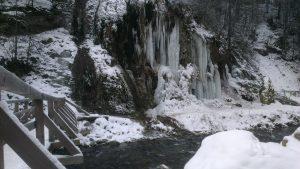 Cascada La Chisatoare iarna